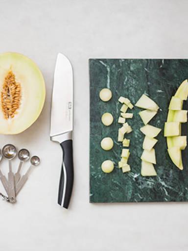 Honigmelone geschickt schneiden