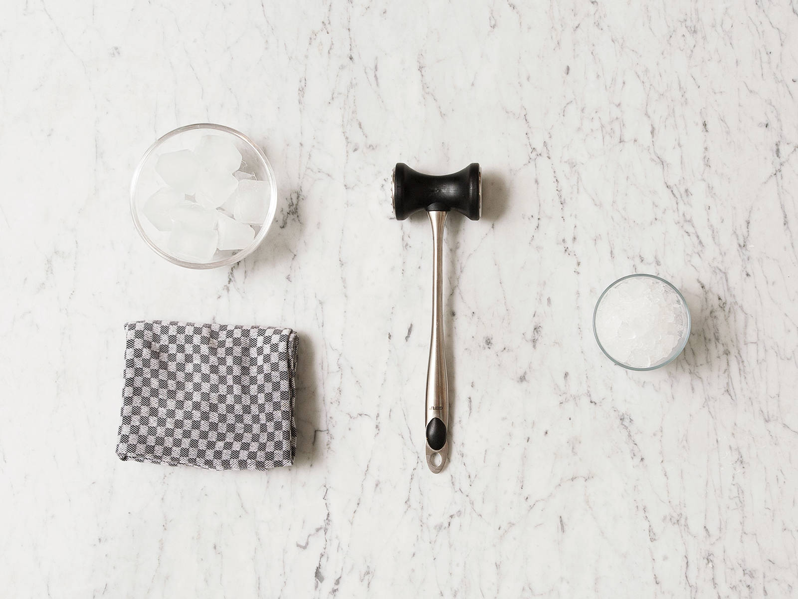 crushed ice selber machen rezept mit video kitchen stories. Black Bedroom Furniture Sets. Home Design Ideas