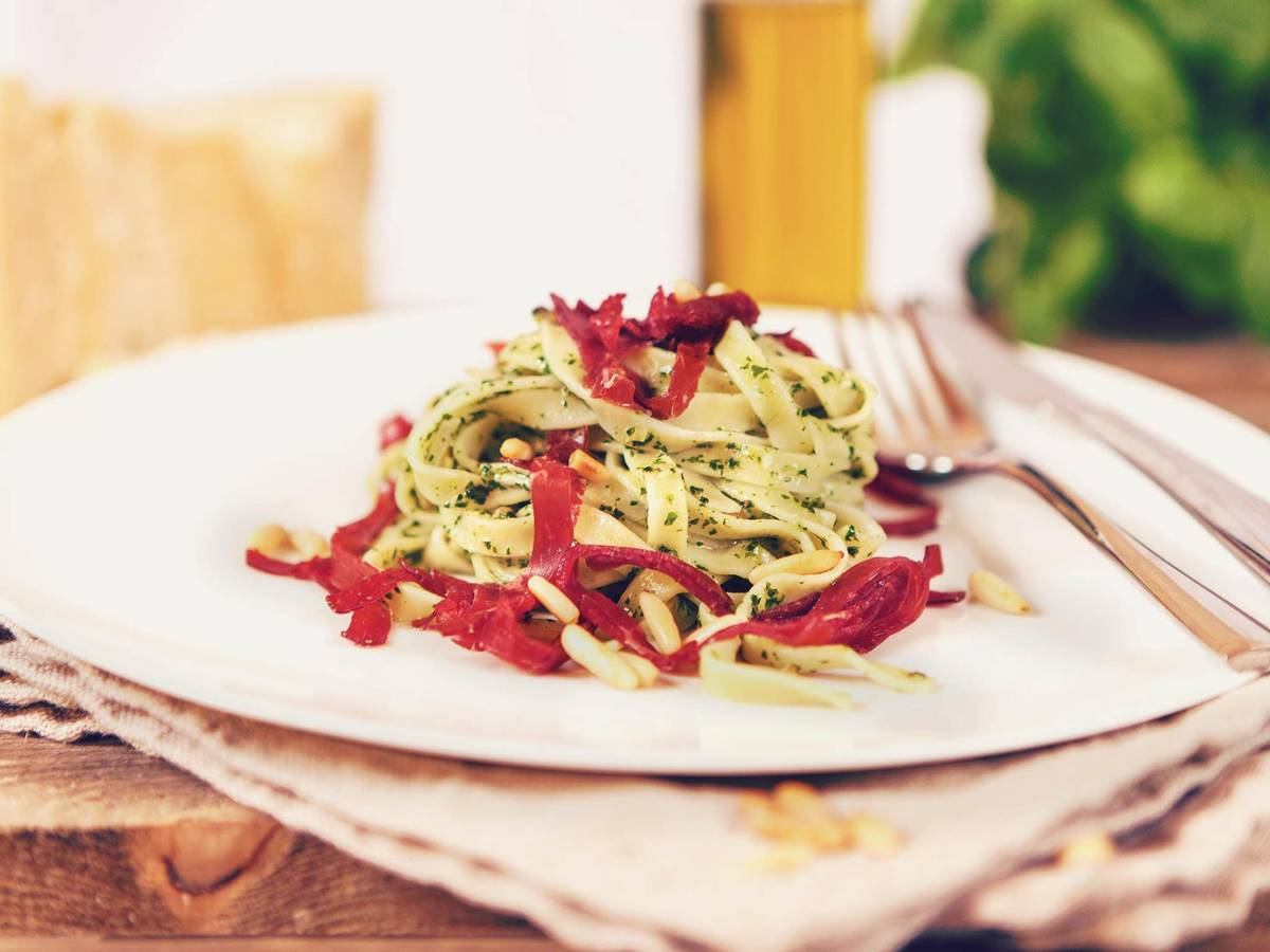 Tagliatelle with pesto and Bresaola