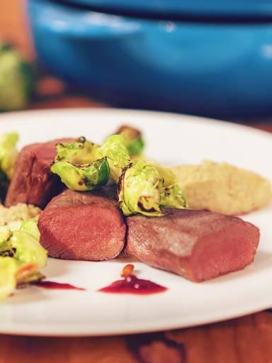 香嫩鹿肉配抱子甘蓝菜