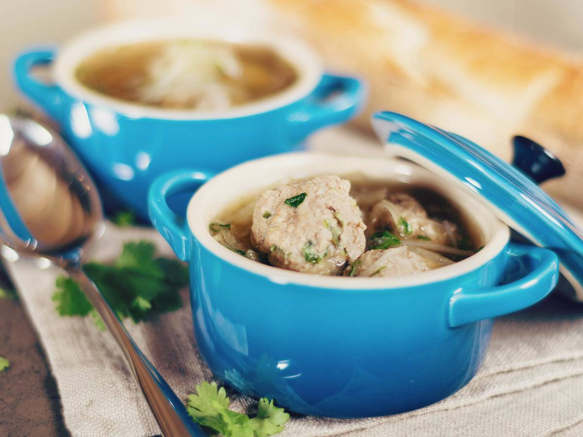 Daikon soup with meatballs