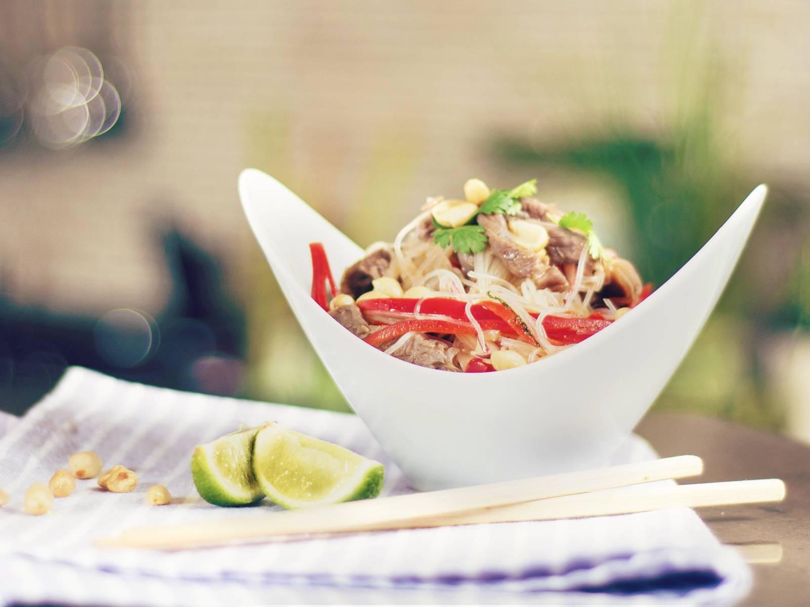 Thai Nudelsalat mit Rinderstreifen
