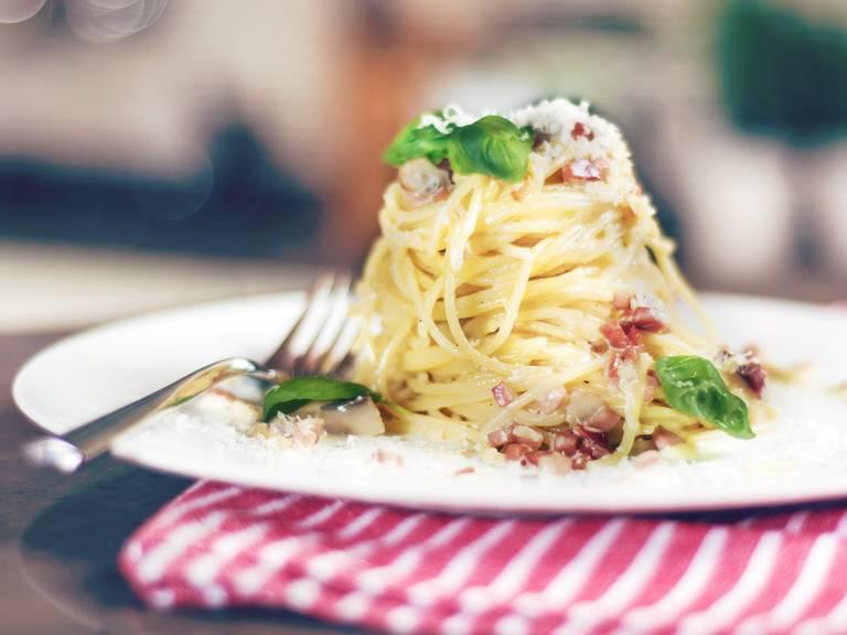 Pasta with bacon cream sauce