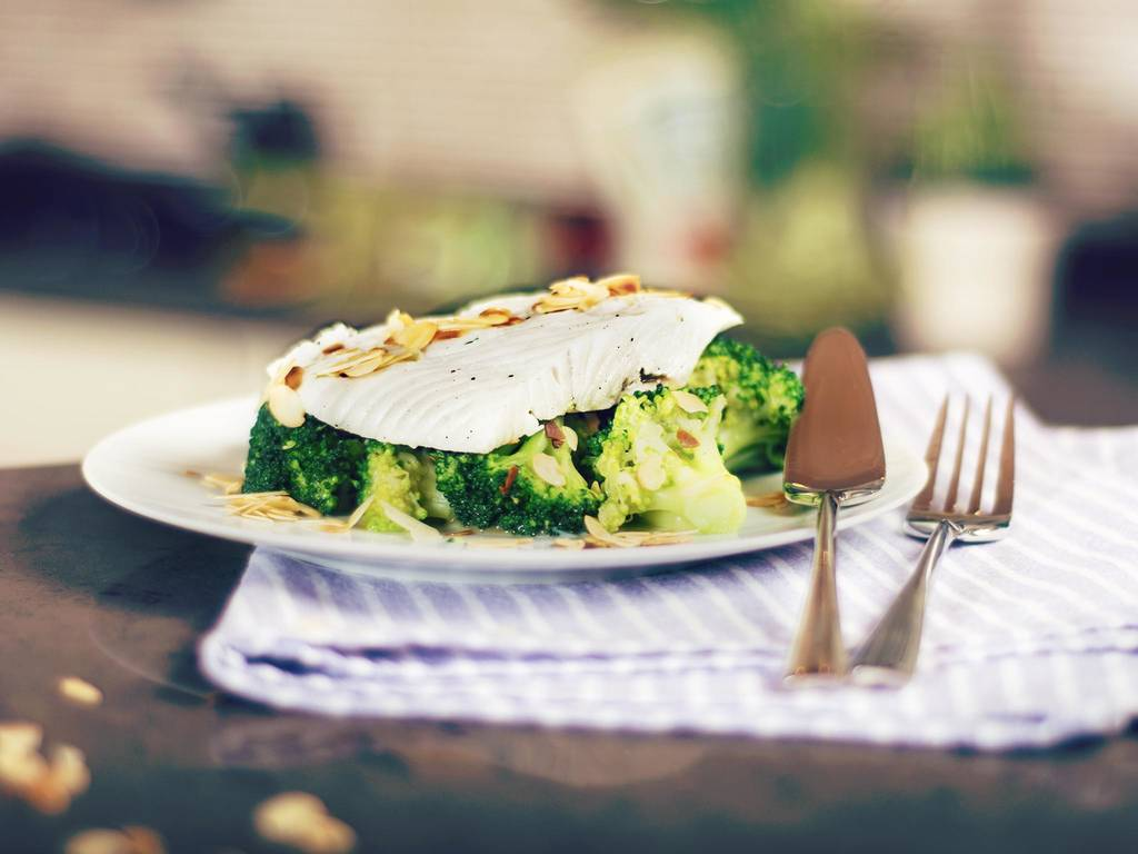 Halibut in thyme milk with broccoli