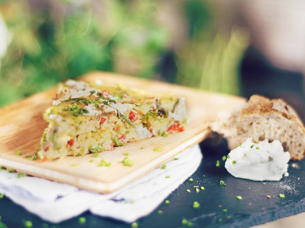 Frittata with young vegetables and goat cheese
