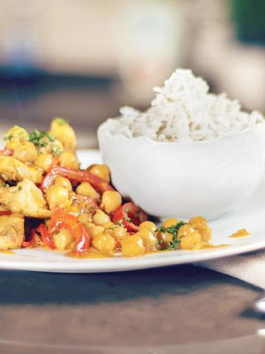 Creamy Indian curry with chicken breast