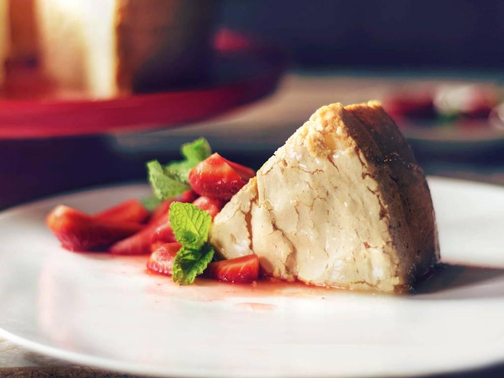 Angel food cake with fresh strawberries