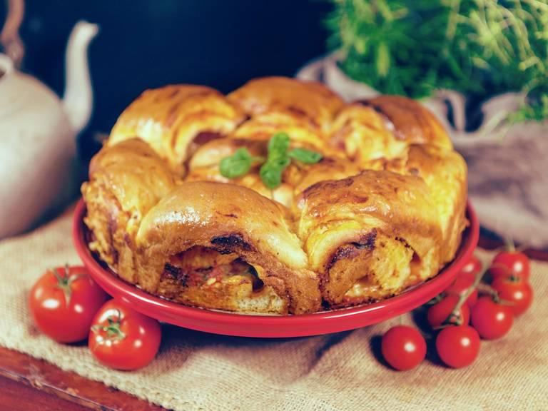 Mozzarella tomato twist