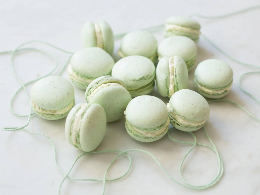 Pistazien-Macarons mit Zitronen-Buttercreme
