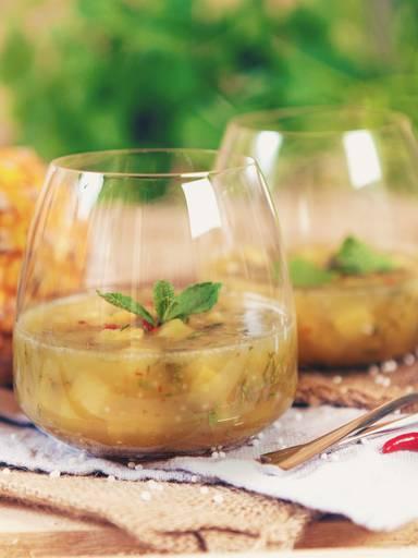 冷冻菠萝和珍珠西米汤