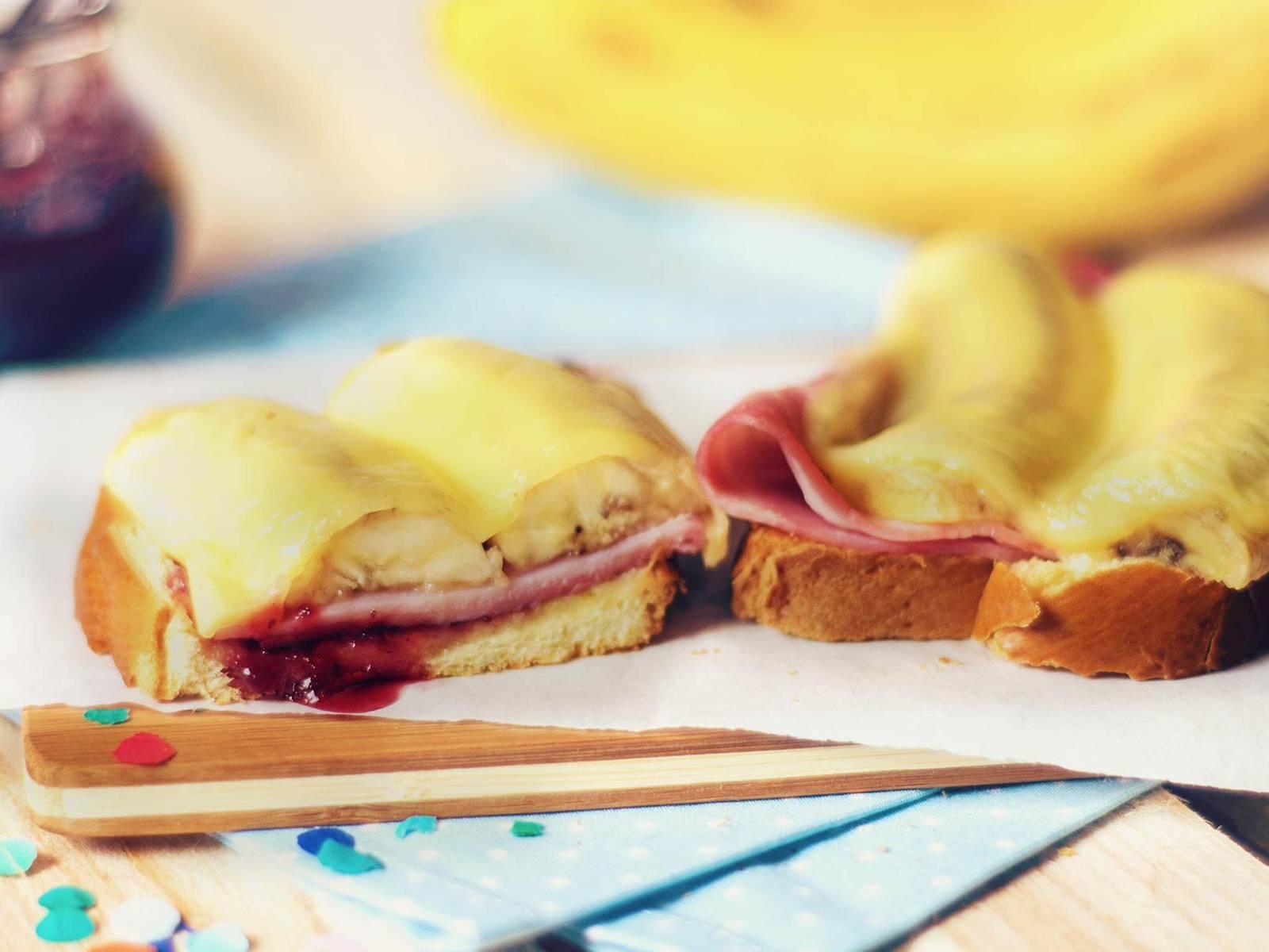 香蕉吐司配蔓越莓果酱