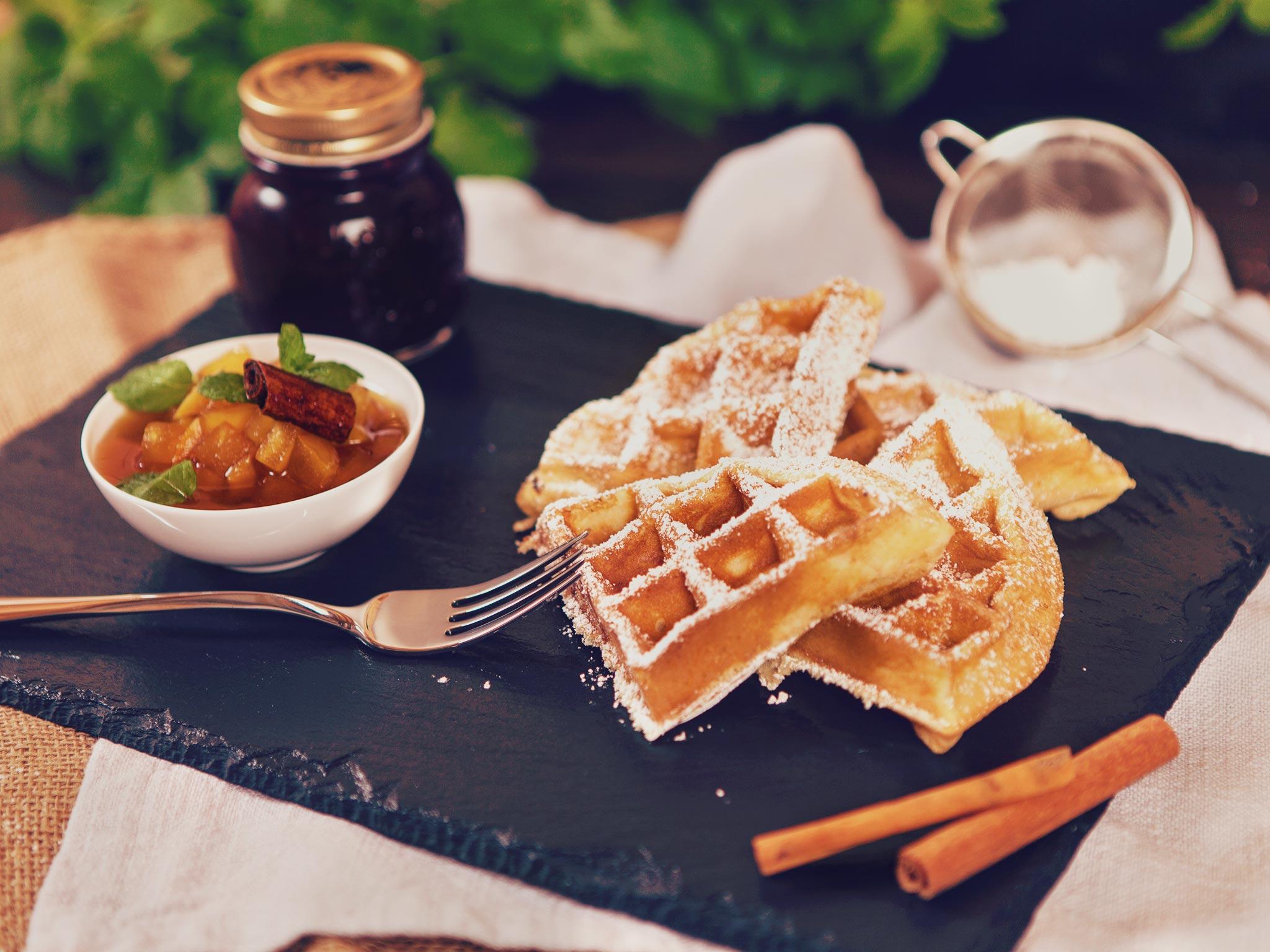 Fluffy waffles with apple-cinnamon chutney | Recipe