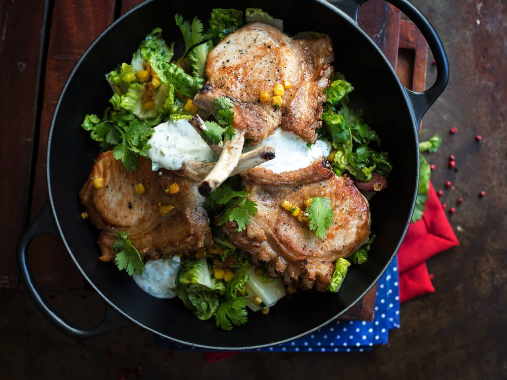 香酥猪排配玉米沙拉