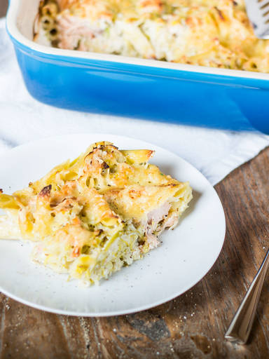 Baked penne with salmon and leeks
