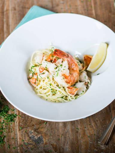 Macaroni with shrimp, tomato, and nectarine - Recipes - Kitchen Stories