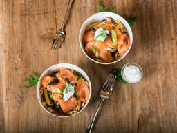 Light penne with asparagus and smoked salmon
