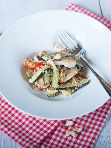 Hähnchen-Couscous-Salat mit Zucchini