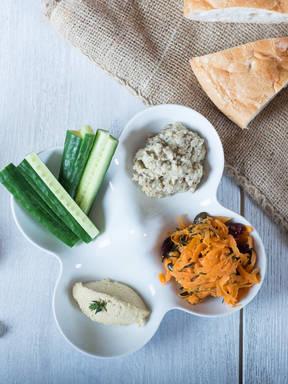 Hummus, Baba Ghanoush und Möhrensalat Trio