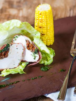 Gegrillte Hühnerbrust mit Kräuterpesto