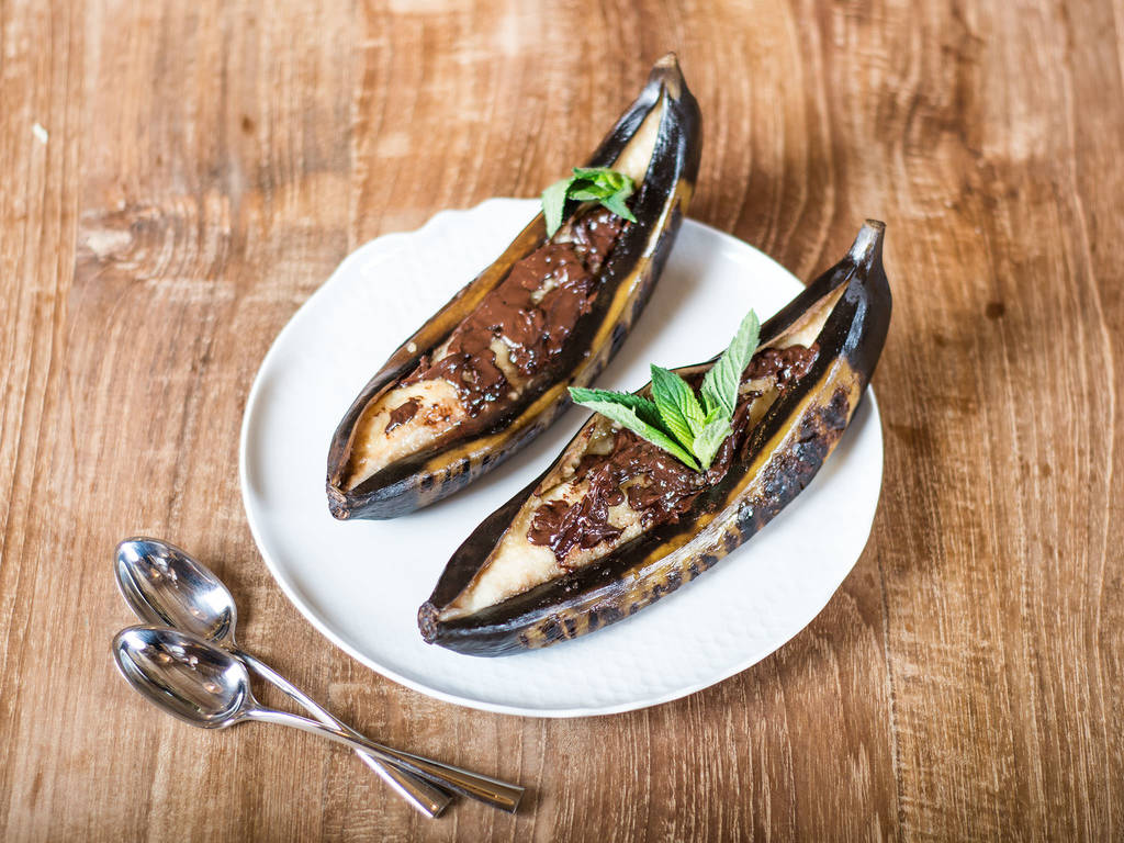 Grilled banana with chocolate