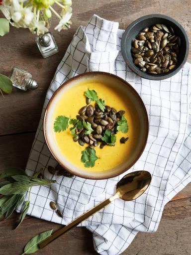 Kürbis-Karotten-Kokossuppe