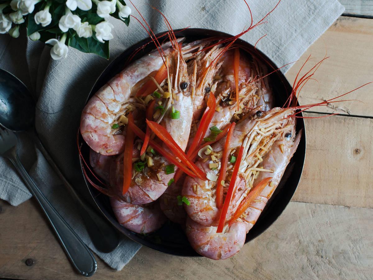 Cantonese-style white boiled shrimp