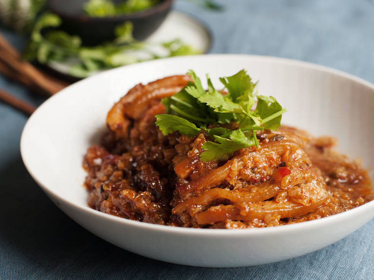 Spicy steamed pork and sticky rice