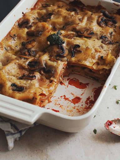 Vegane Lasagne mit Spinat und Pilzen