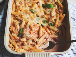 Four-cheese and tomato baked penne