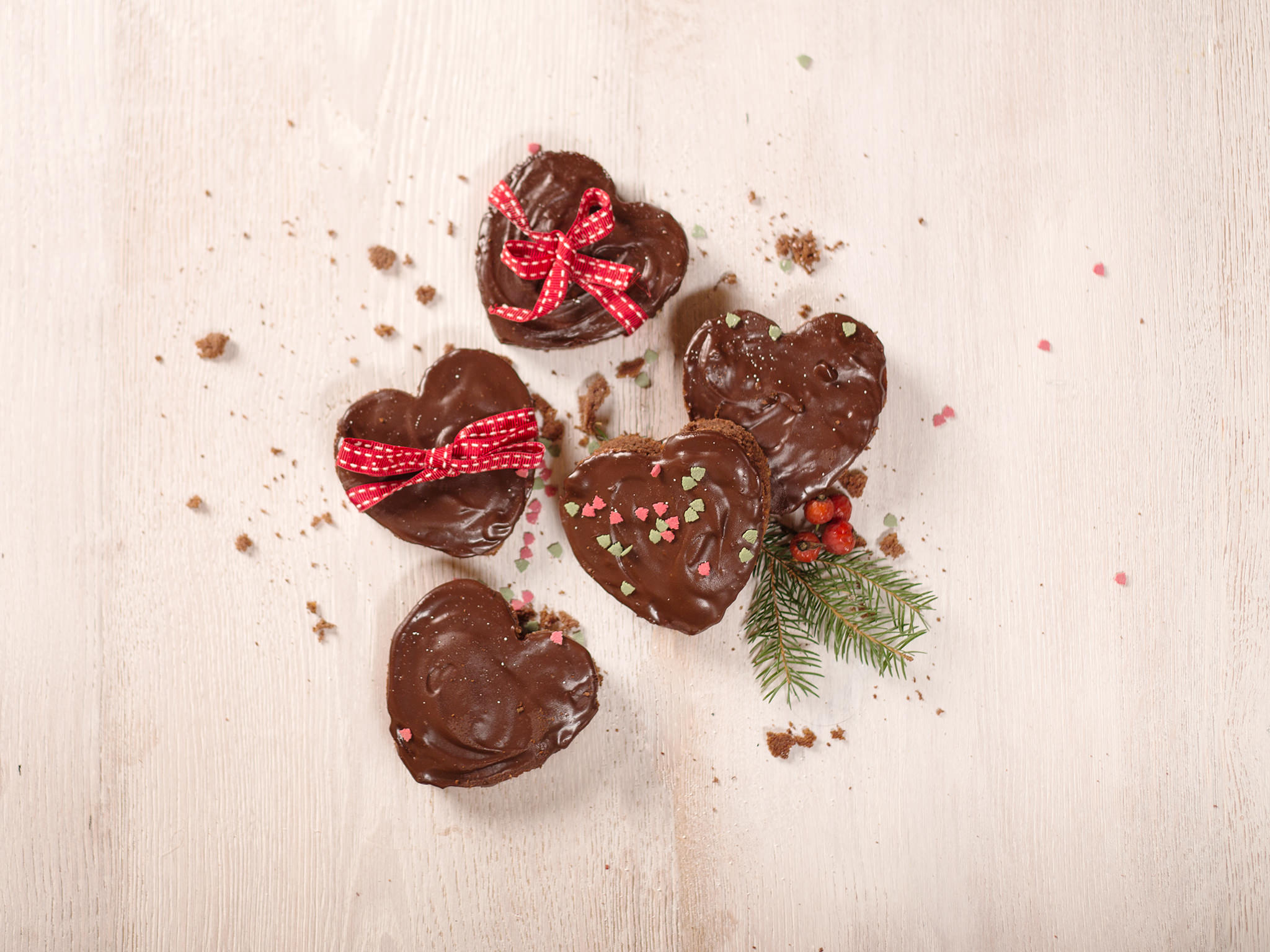 Cakey Gingerbread Hearts