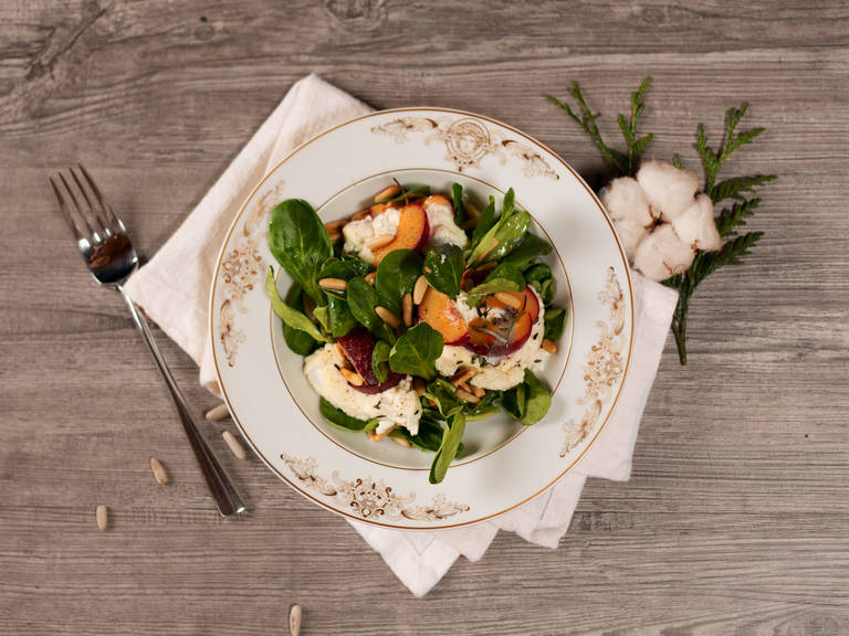 Winter salad with warm goat cheese