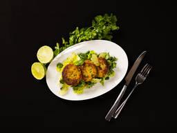 Linsen-Bratlinge mit Koriander-Limetten-Salat