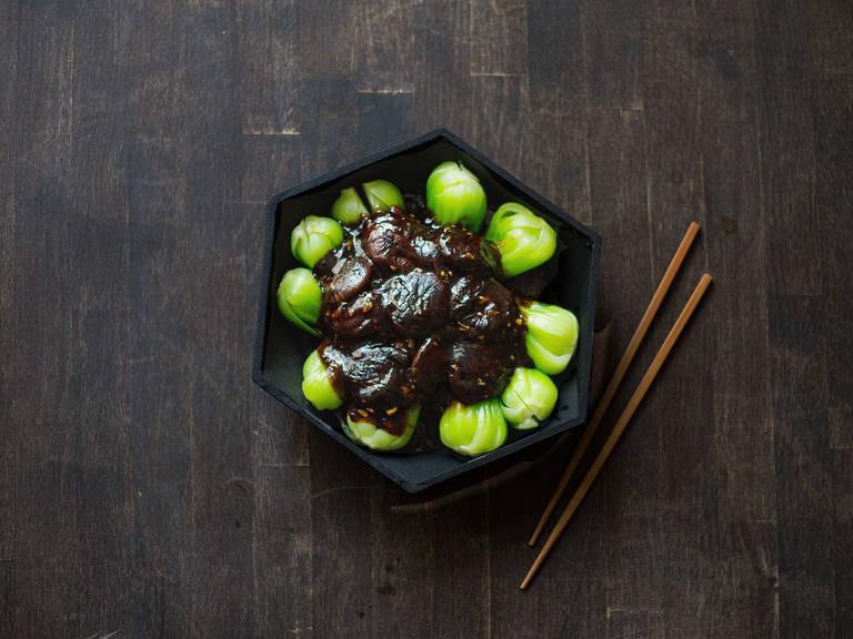Blanchierter Pak Choi mit Shiitakepilzen