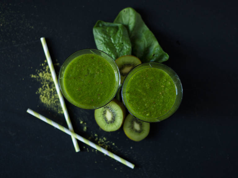 Matcha, spinach and kiwi smoothie