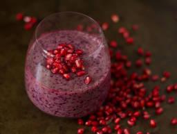 Granatapfel-Blaubeer-Smoothie