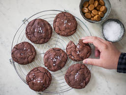 Double Chocolate Cookies mit Salted Caramel