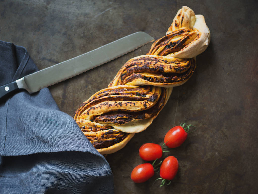 西红柿橄榄辫子面包