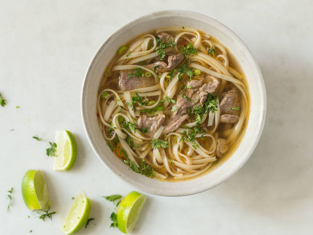 Vietnamesische Pho Suppe