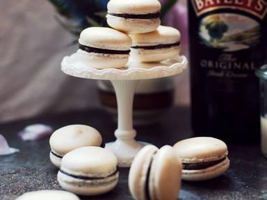 Irish coffee macarons