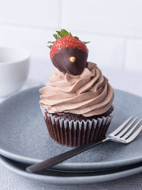 Strawberry-filled cupcakes with chocolate-covered strawberries