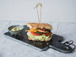 Spicy Chicken Sandwich mit Avocadocreme