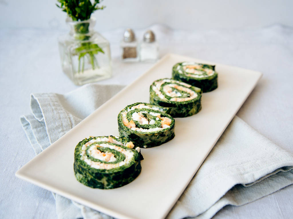 Smoked salmon and spinach rolls