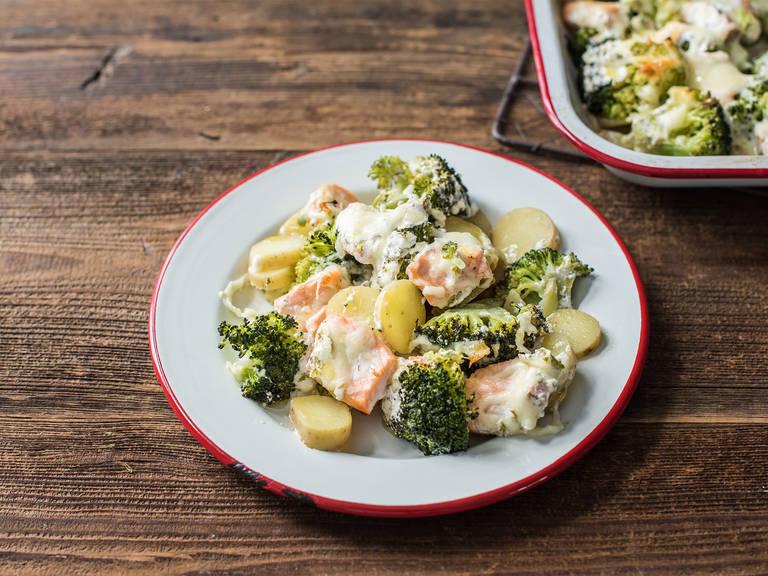 Salmon and broccoli casserole