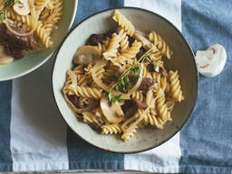 Pasta with beef and creamy mushrooms