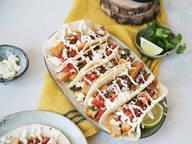 Frische Tacos mit cremigem Joghurt-Dip