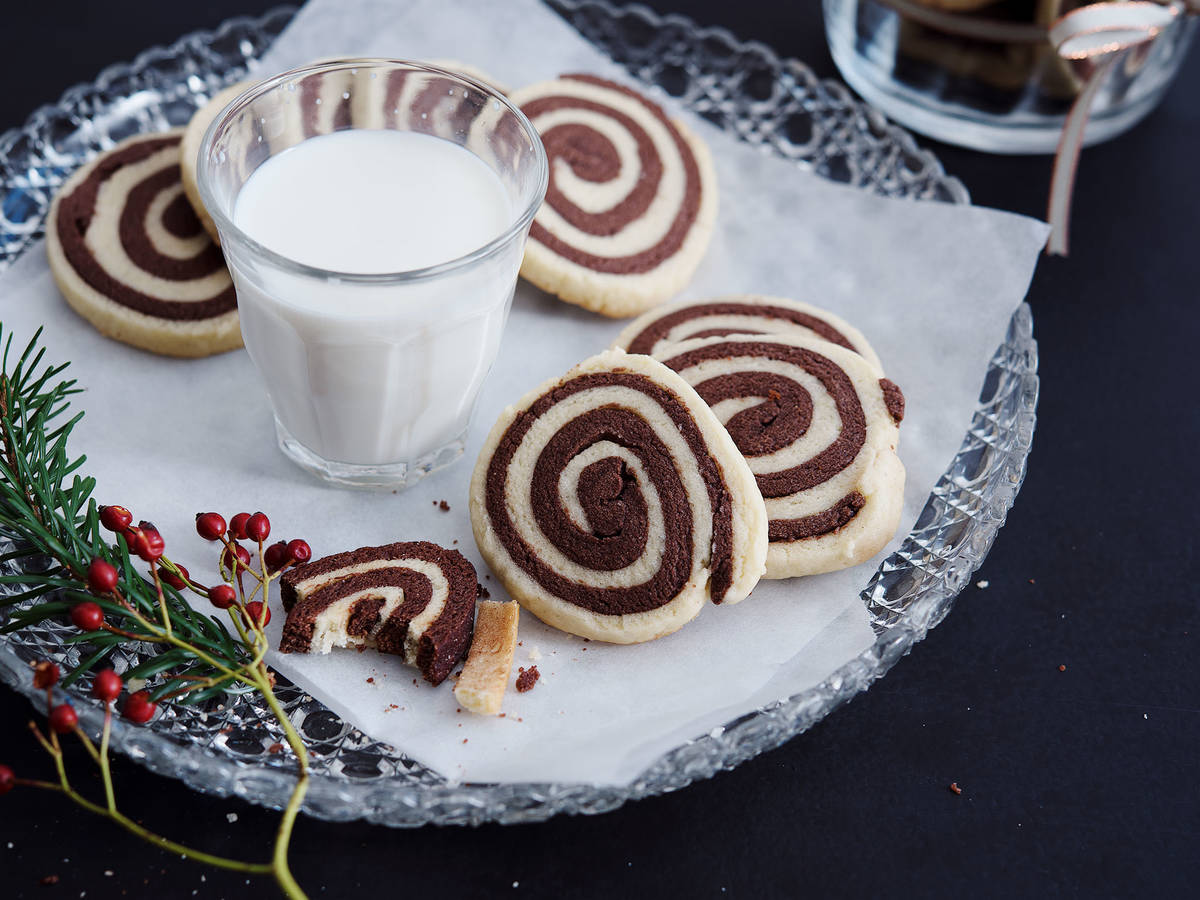 Black and white spiral cookies