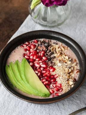 Pomegranate smoothie bowl