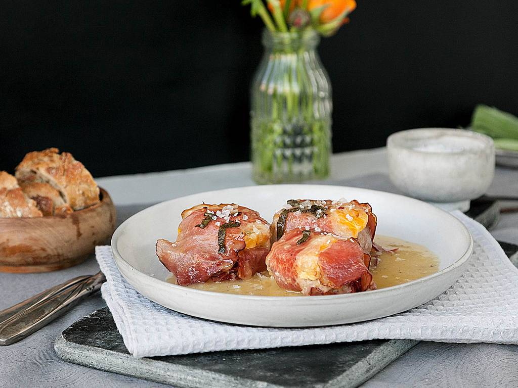 Pork tenderloin with clementine-sage sauce