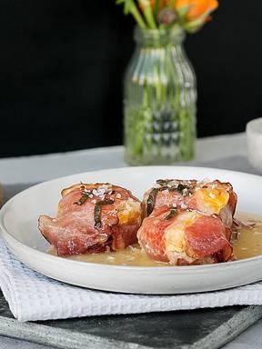 Pork tenderloin with clementine-sage sauce