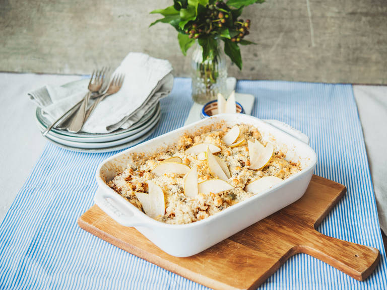 Celery gratin with pears and blue cheese